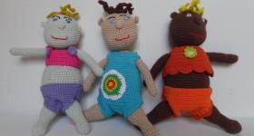 Dukker, søde, charmerende og meget børvenlige dukker, der aller er strikket eller hæklet af bomuldsgarn