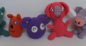 Børnevenlige og vaskbare dyr hæklet af bomulds i glade farver