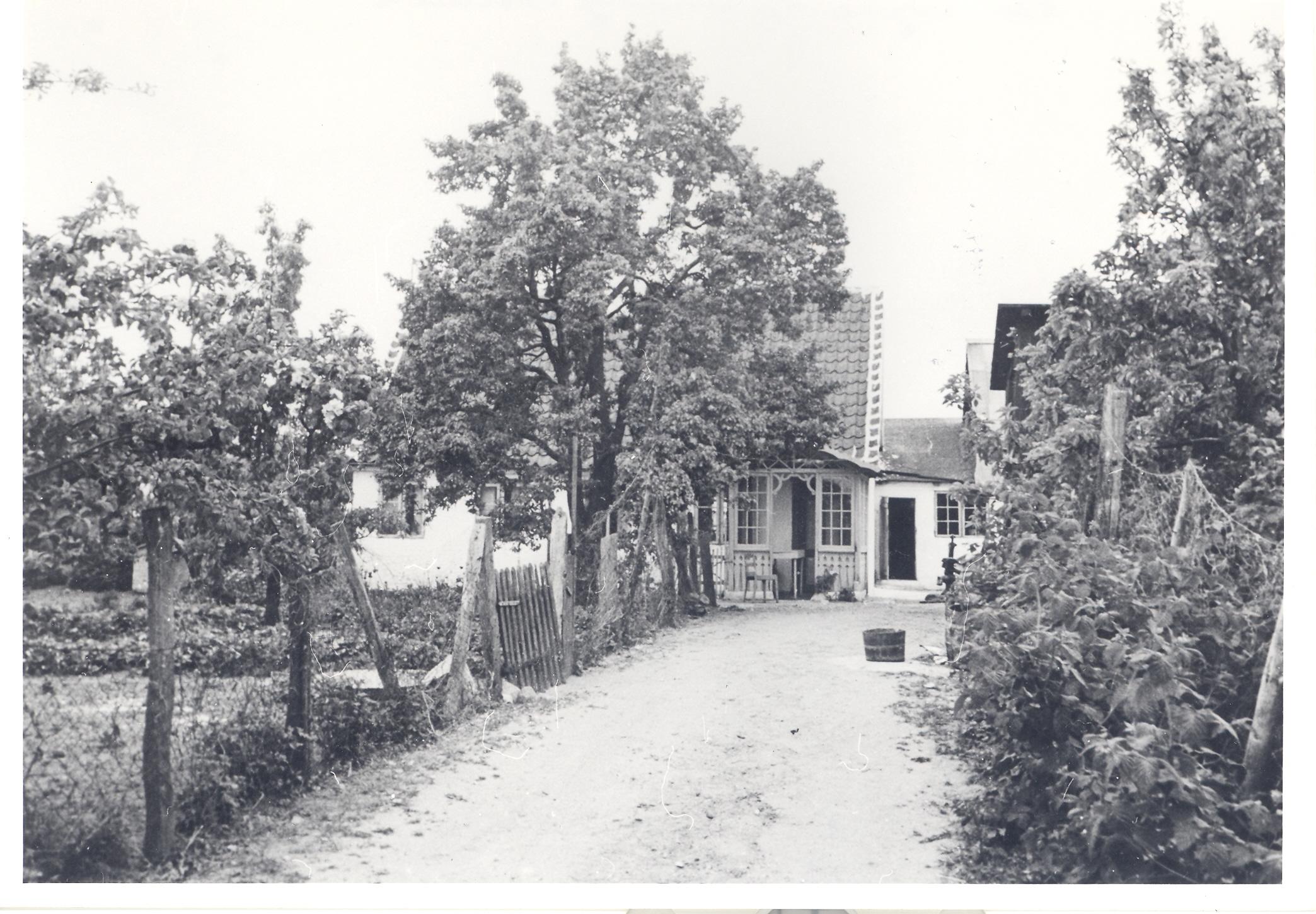 Frederik Rudolf Andreas Petersen og Hansine Marie Nielsens hus i Østerby på Fejø, cirka 1933