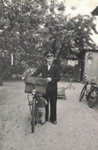 Arkiv billeder fra Fejø, postbud Ole Jensen