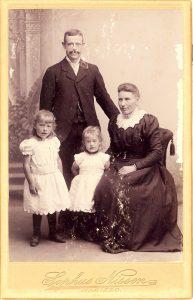 Arkiv billeder fra Fejø, Ole, Hansine, Mary og Petrea Olsen