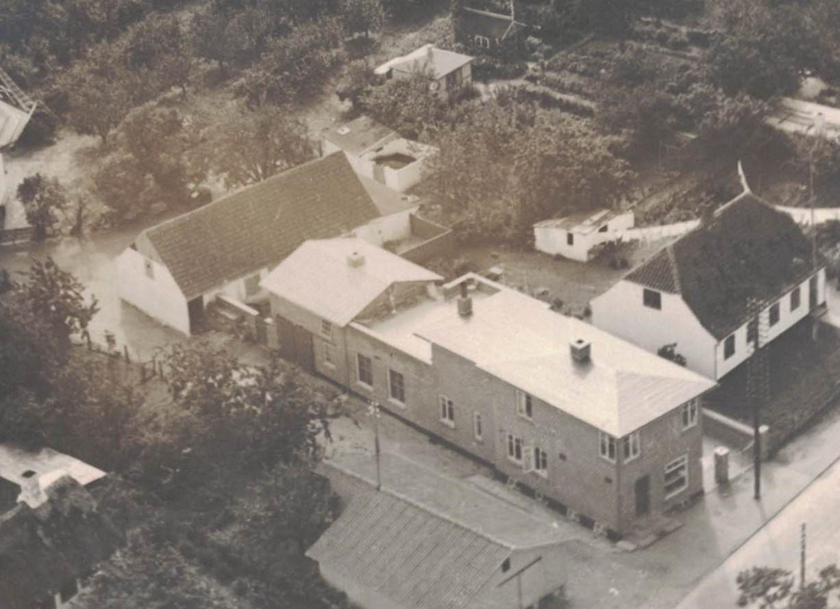 Slagterbutikken, Herredsvej 278, Fejø, luftfoto, cirka 1953