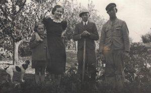 Arkiv billeder fra Fejø, Ruth, Valborg og Svend Aage Petersen samt Anker Mortensen