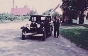 Arkiv billeder fra Fejø, Rudolf Petersen med sin Ford
