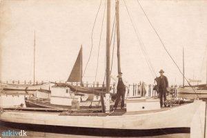 Arkiv billeder fra Fejø, Niels Peter Karl Christian Christiansen på sin fiskekutter