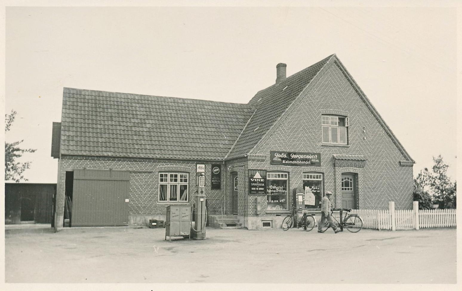 Johannes Jørgensens købmandsforretning, Vesterby, Fejø, postkort, cirka 1910