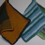 Grydelapper strikket af vaskbart og farverigt garn
