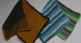 grydelapper strikket i farverigt garn