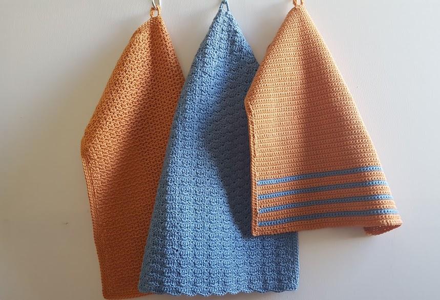 gæstehåndklæder hæklet i blåt og ferskenfarvet bomuldsgarn