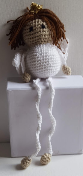 Finurligog trivelig engel hklet af hvidt bomuldsgarn, alles foretrukne juleengel