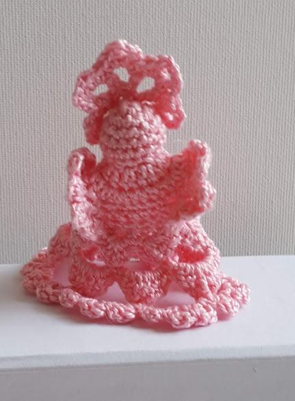yndig lille engel hæklet med lyserødt garn