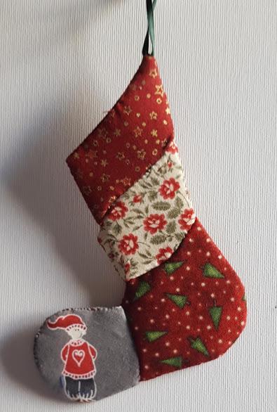 julesok lavet af flere forskellige stoffer med julemotiver