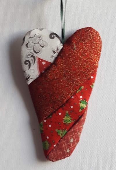 julehjerte syet af de smukkeste stof med juletryk