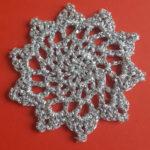 Julestjerne hæklet af sølvtråd, pynt til juletræet